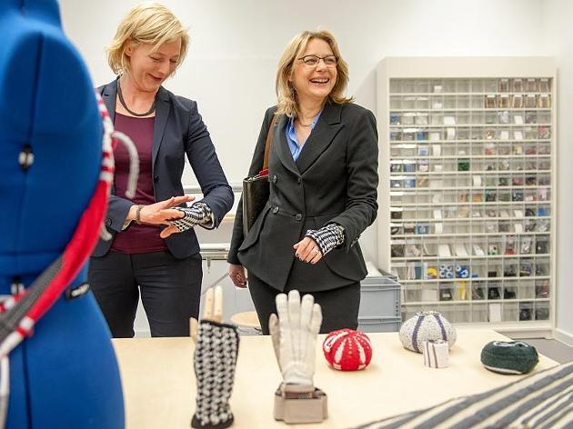 Университета по изкуствата в Берлин представя умните си дрехи