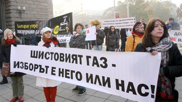 """Елена Поптодорова заяви, че по въпроса за шистовия газ не е било """"драснато и с нокътче, когато започнаха протестите""""."""