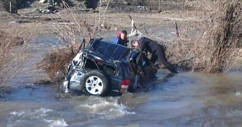 Джип падна в река Девинска