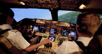 Emirates: Задължително 2 души в пилотската кабина