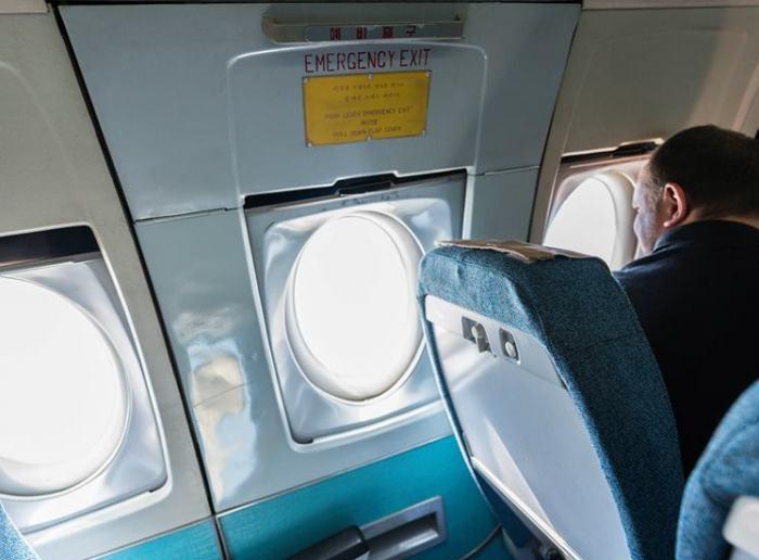 Аварийният изход в самолета... Без коментар!