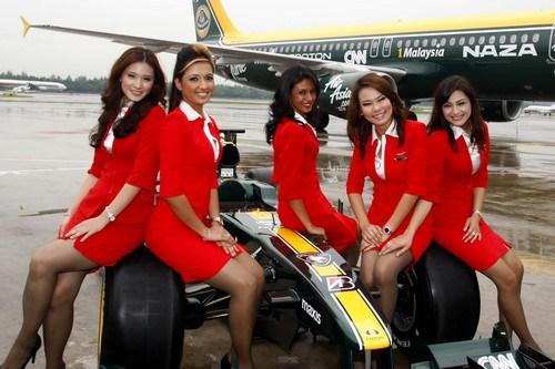 Стюардесите на Air Asia