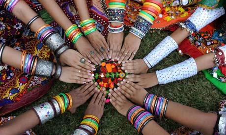 Индийски момичета-танцьорки
