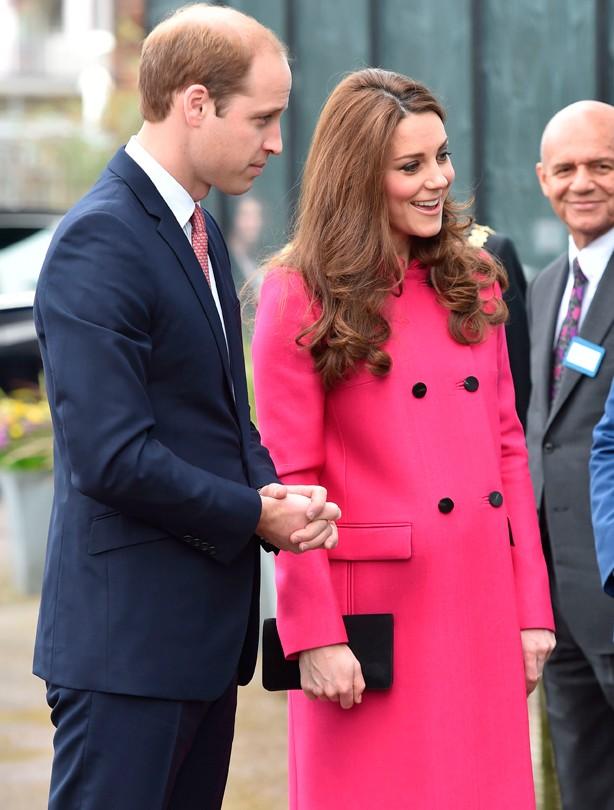 В парка имаше топовен салют от 41 гърмежа, а от Лондонската кула край Темза бяха произведени салюти с 61 в чест на кралицата.
