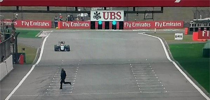 Crazed F1 fans invades the track