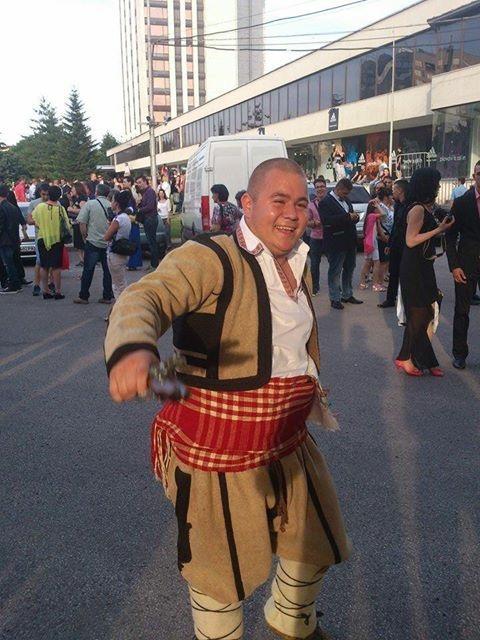 Димитър Соколов, абитуриент с народна носия