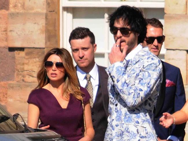 Дани Миноуг и приятелят й на сватбата на Ронан Кийтинг