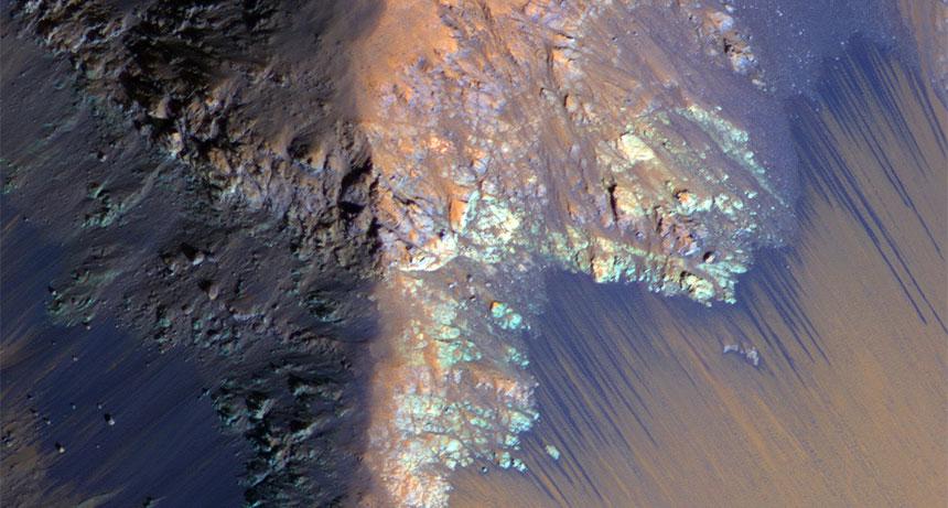 на Марс тече солена вода, обявиха от НАСА