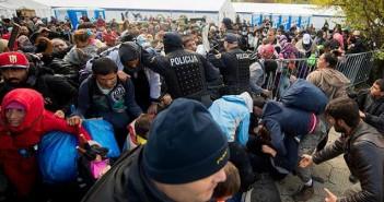 Мигранти на австрийско-словенската граница