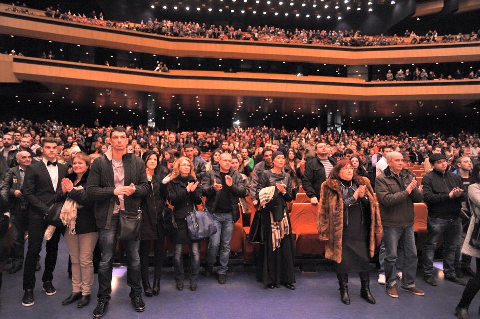 Зала №1 на НДК на крака след края на премиерата на филма
