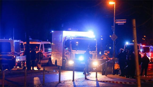 Маскирана като линейка кола, пълна с експлозиви беше неутрализирана от полицията край стадиона в Хановер.