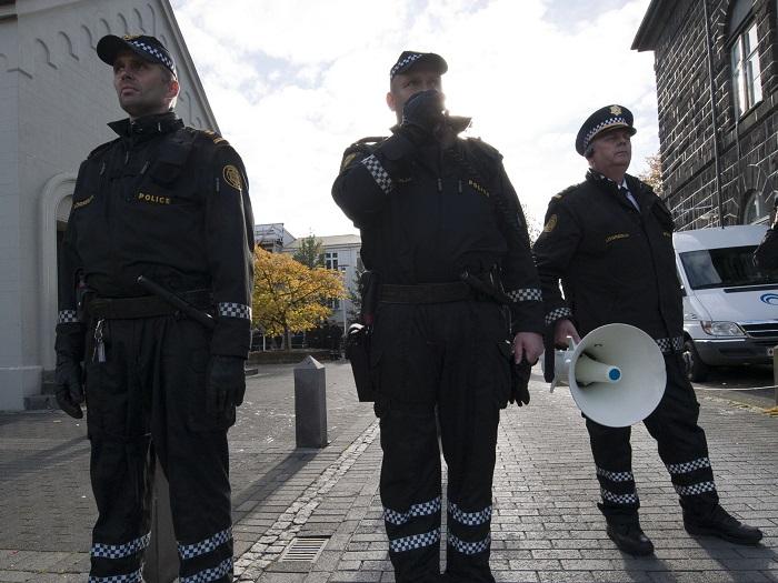 Полицаите в Исландия патрулират без оръжие
