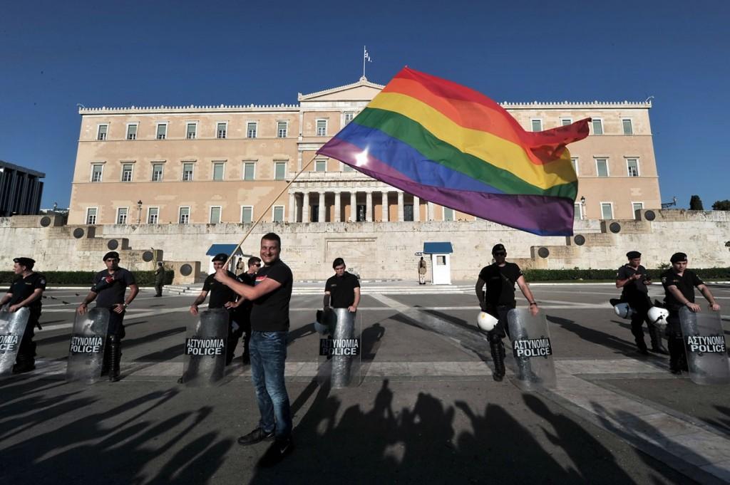 Демонстрация пред гръцкия парламент по време на Атина Прайд