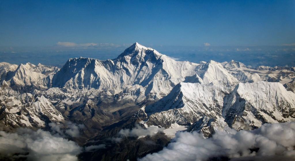 Еверест – връх на смъртта и гробище за десетки алпинисти