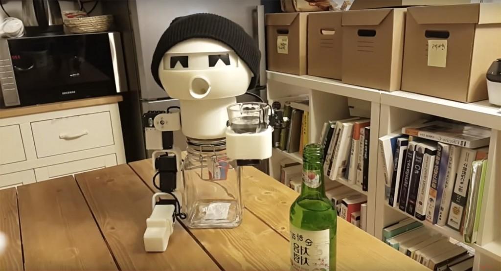 робот компаньон за пиячи
