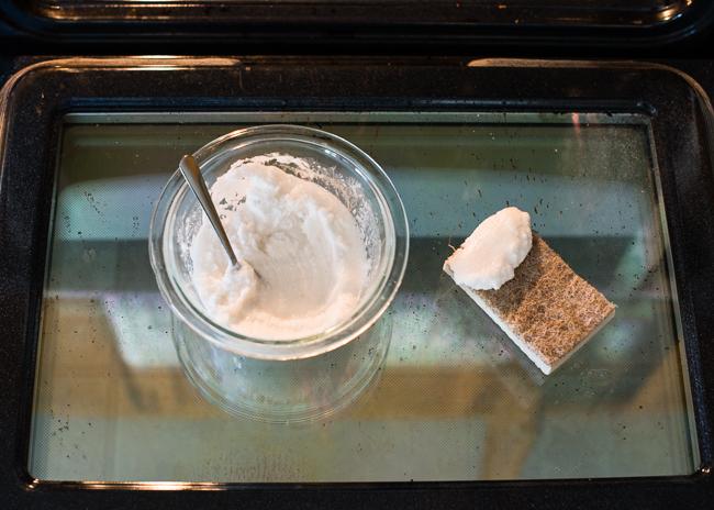 Два лесни начина да почистим печката бързо и евтино