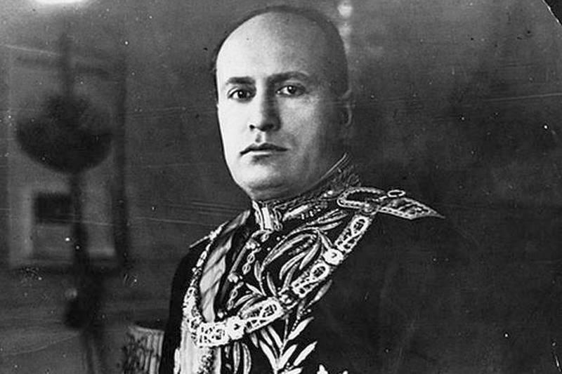 Бенито Мусолини, Еленко Ангелов