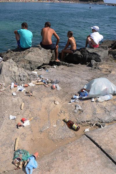 Боклуци на плажа