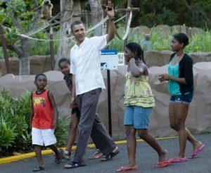 Барак Обама по джапанки през 2011 в Хавай