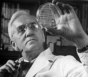 Флеминг открива пеницилина съвсем случайно