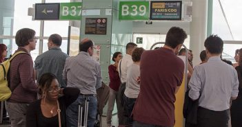 Летището в Барселона, опашки на гишетата на авиокомпания Вуелинг