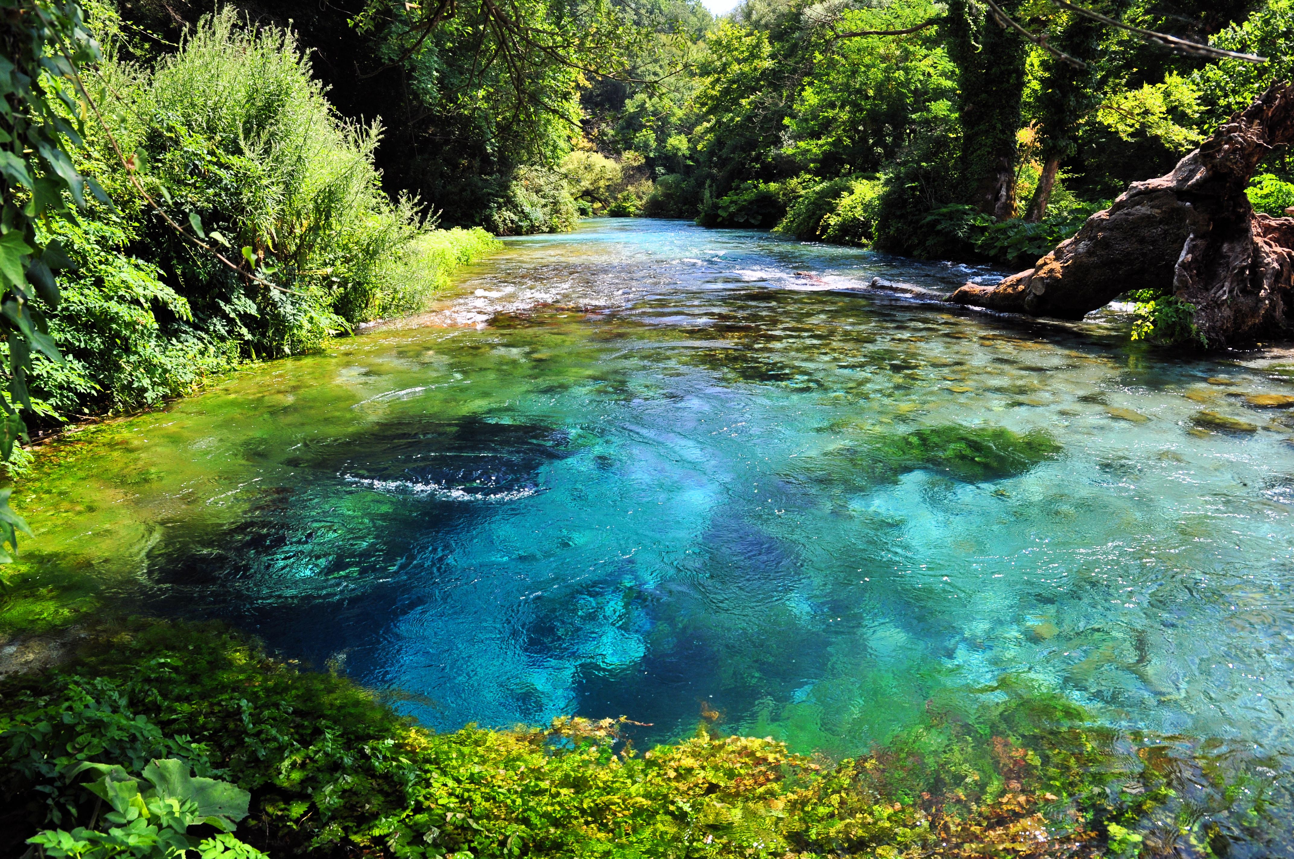 Blue Eye е една от атракциите в Южна Албания