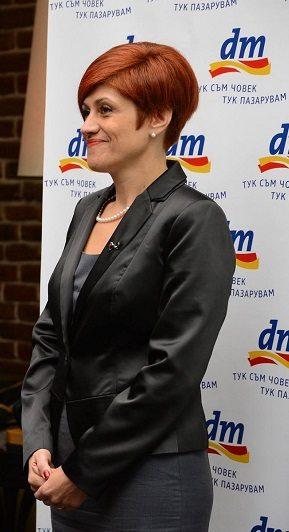 Евелина Великова