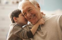 баби и дядовци живеят по-дълго, ако отглеждат своите внуци