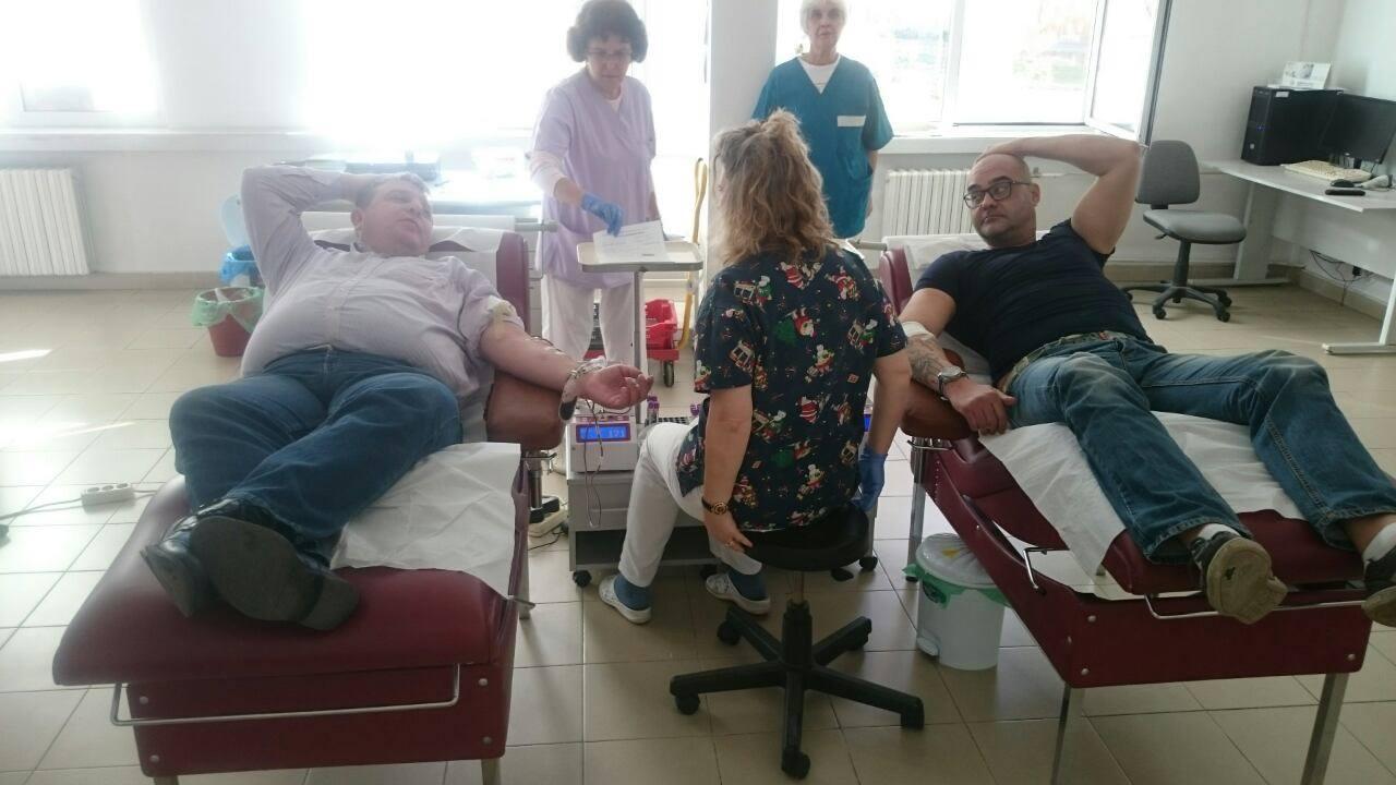 Каракачанов дари кръв за пострадалите в Хитрино