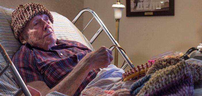 старец плете шапки на бездомници
