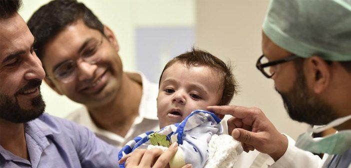 оперираха бебе с осем крайника