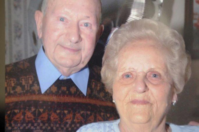Съпрузите се държали за ръка, когато и двамата издъхнали в болница в английското градче Дартфорд.