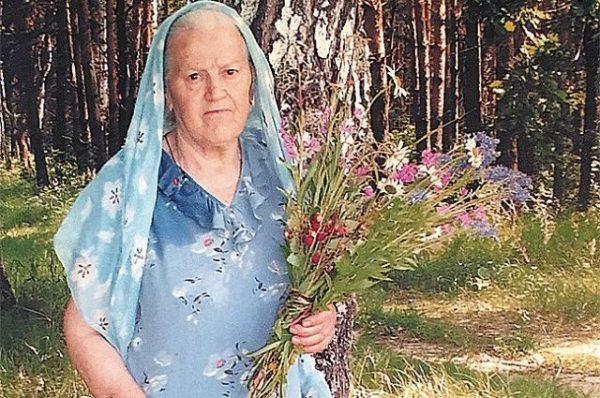 Елена Зайцева с отвара от корени на три плевела