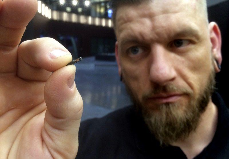 имплантиране на чипове